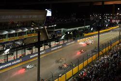 Sebastian Vettel, Ferrari SF70H, Max Verstappen, Red Bull Racing RB13 and Kimi Raikkonen, Ferrari SF70H crash at the start of the race