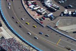 Jimmie Johnson, Hendrick Motorsports, Chevrolet, überholt das Pace-Car (Screenshot)