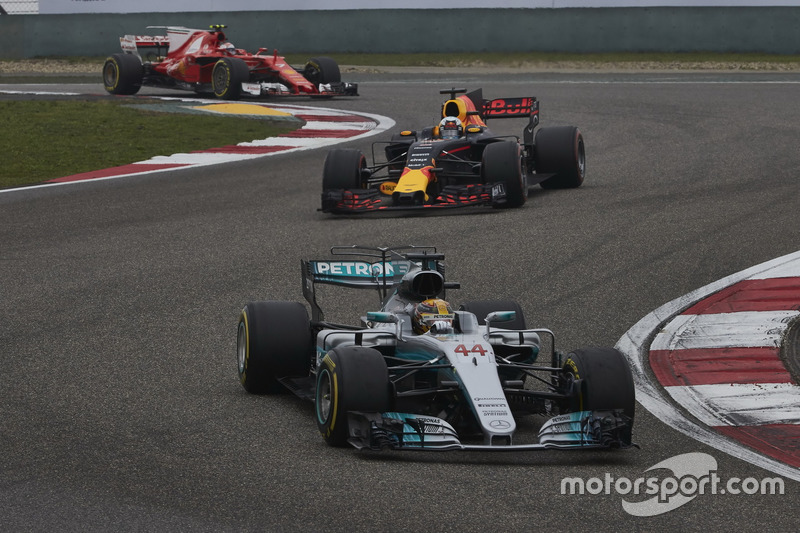 Lewis Hamilton, Mercedes AMG F1 W08; Daniel Ricciardo, Red Bull Racing RB13; Kimi Räikkönen, Ferrari SF70H
