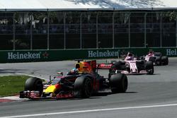 Даниэль Риккардо, Red Bull Racing RB13, Серхио Перес и Эстебан Окон, Sahara Force India VJM10