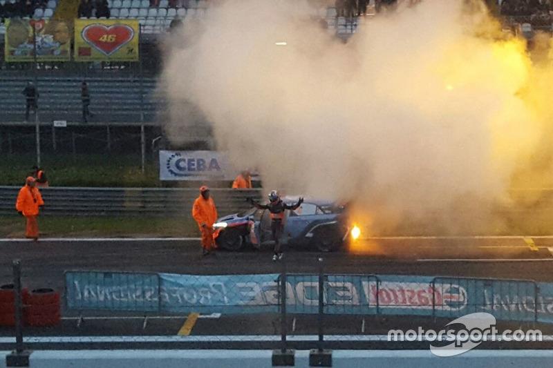 El i20 de Sordo en llamas