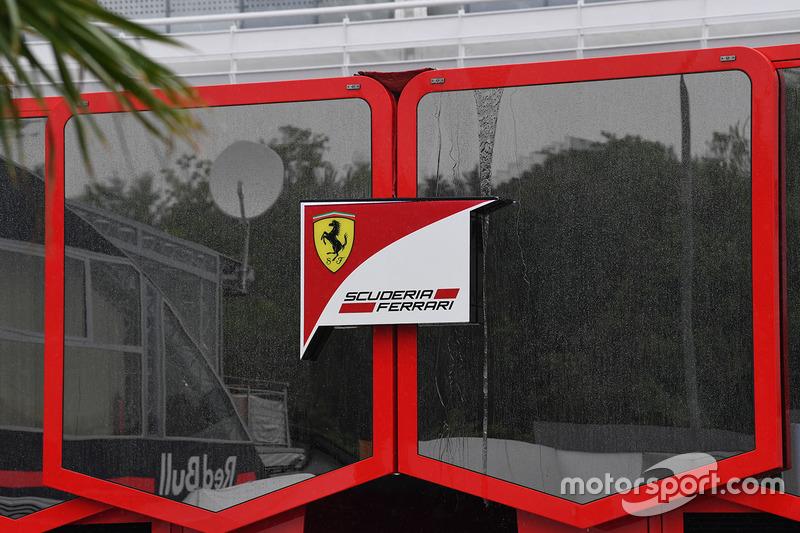 Моторхоум и логотип Ferrari