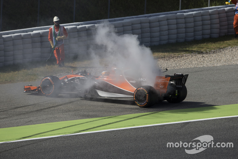 Фернандо Алонсo, McLaren MCL32, зупинив болід внаслідок проблем із двигуном