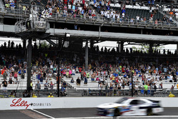 William Byron, JR Motorsports Chevrolet takes the checkered flag