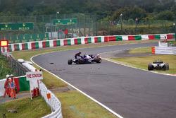 Unfall: Carlos Sainz Jr., Scuderia Toro Rosso STR12