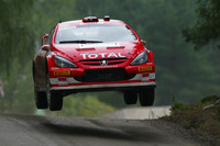 Gronholm jumps to lead in his home land