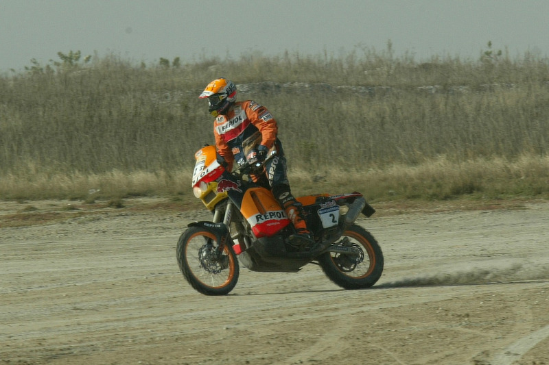 Dakar: Alphand and Coma exchange machines at Lac Rose