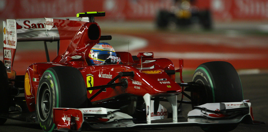 Alonso holds off Vettel for Singapore victory