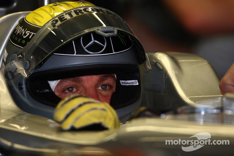 Ferrari make 'contact' with Rosberg - report