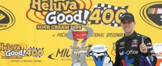 NASCAR Cup Hamlin Fends Off Kenseth For Victory In Michigan