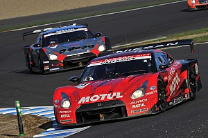 Super GT Thrilling title duel between two Nissan GT-Rs at Motegi