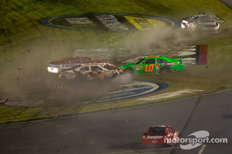 Early accident hampers Patrick's Daytona debut