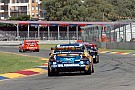 Whincup snatched Clipsal 500 race 1 win on final lap