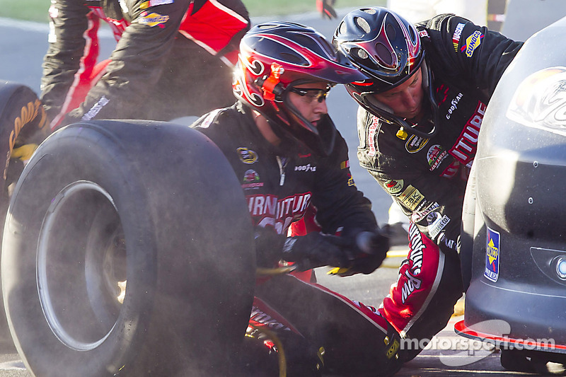 Smith finishes 17th in Charlotte; jumps 3 spots in driver points