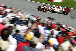 Formula 1 HRT ready to leave Marussia at back of grid