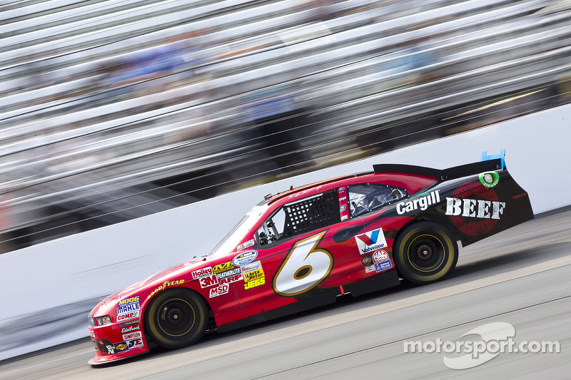 Harvick dominant, Stenhouse wins anyway at Atlanta