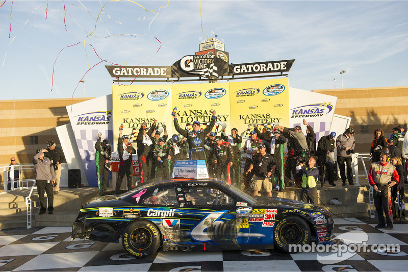 Stenhouse and RFR make comeback at Kansas