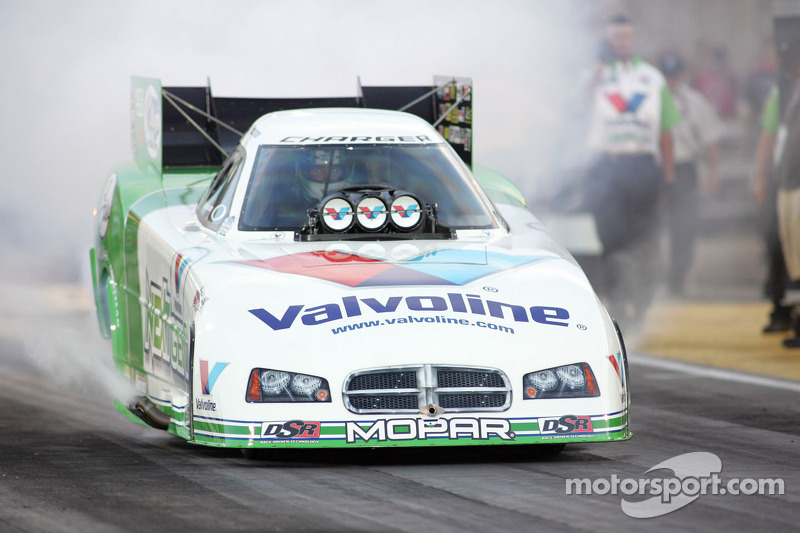 Beckman qualifies No. 5 despite Funny Car explosion at Pomona