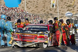 NASCAR Cup Commentary Tempers flare in Phoenix 500 at the penultimate Cup race - Video