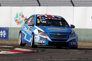 WTCC Qualifying report Huff takes the pole at Macau Grand Prix