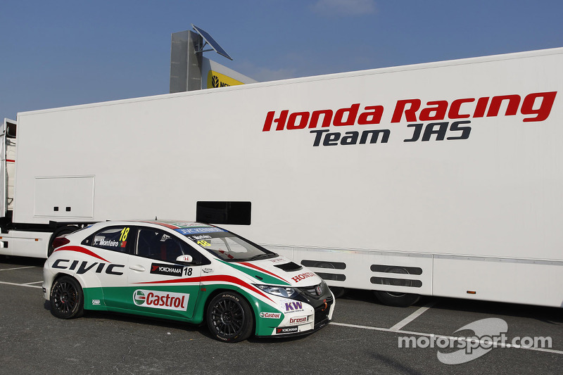 Tiago Monteiro on the starting blocks for round one at Monza