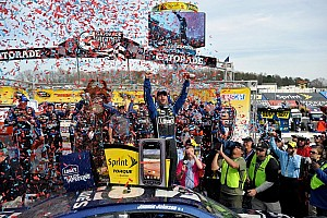 NASCAR Cup Race report Johnson dominates for his eighth win at Martinsville