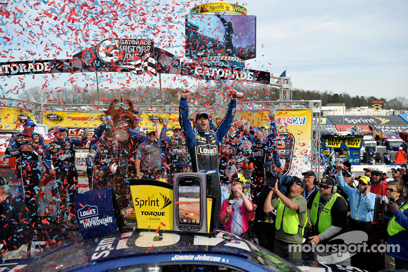 Johnson dominates for his eighth win at Martinsville
