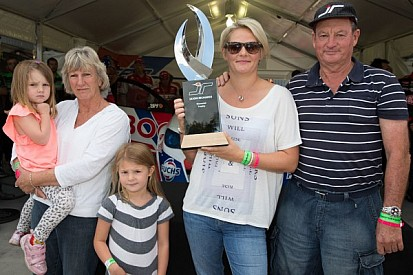 Wife unveils Jason Richards Memorial Trophy at ITM 400 Auckland