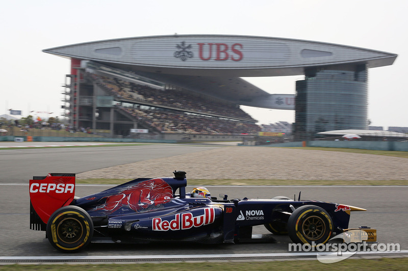 Toro Rosso's Ricciardo is top ten in qualifying at Shangai International Circuit