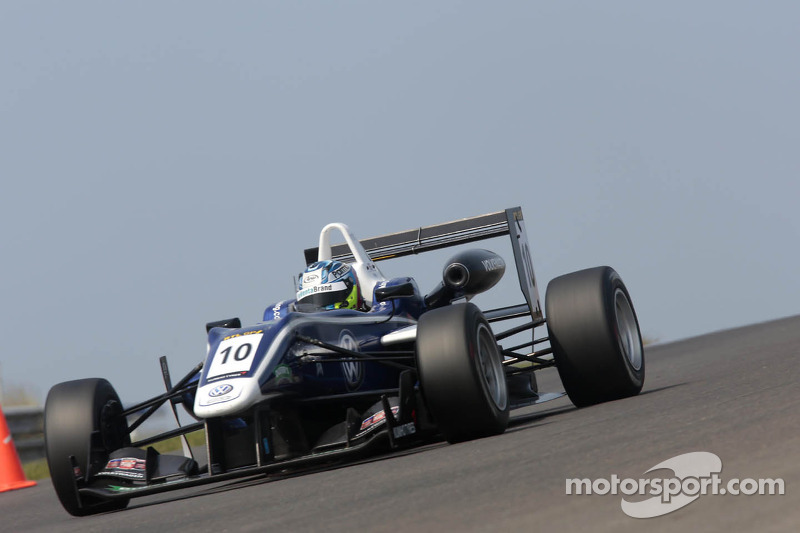 King showcases speed on F3 Masters meeting at Zandvoort