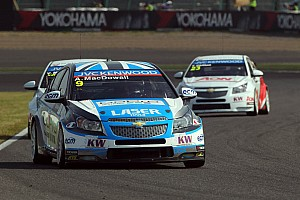 WTCC Race report Third outright podium and third indy win for Macdowall at Suzuka