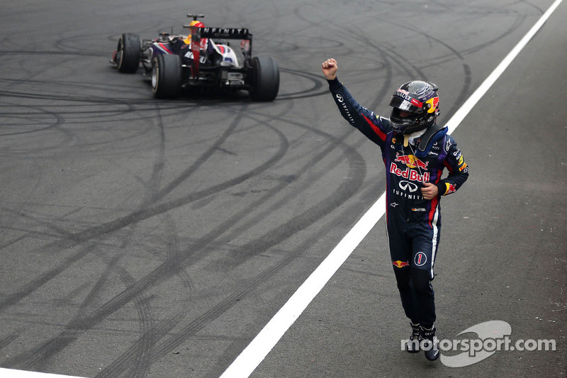 Vettel wins Indian Grand Prix to clinch 2013 championship