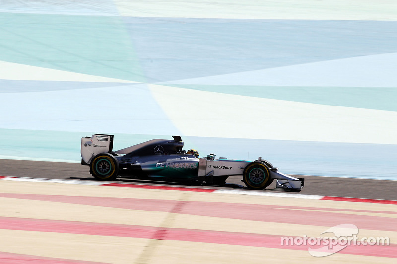 A gearbox problem shortens Mercedes day 2 at Bahrain