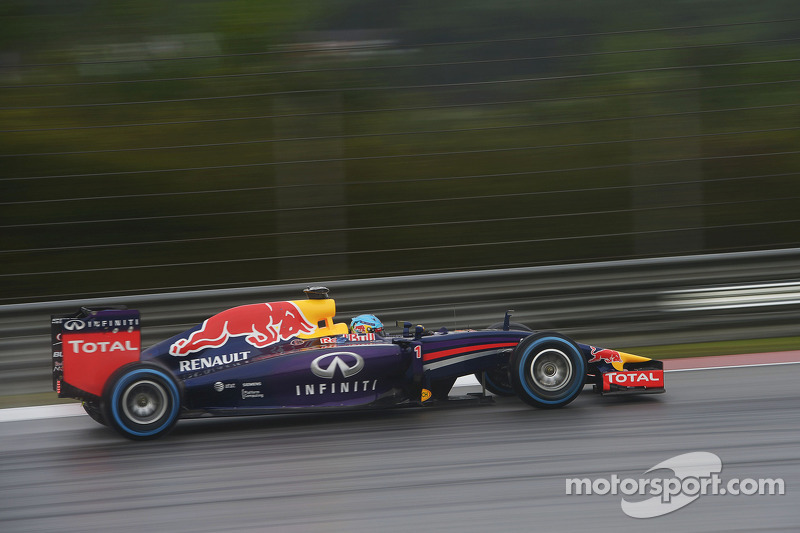 Absolutely wet qualifying brought 1st and 3rd row for Infiniti Red Bull Racing