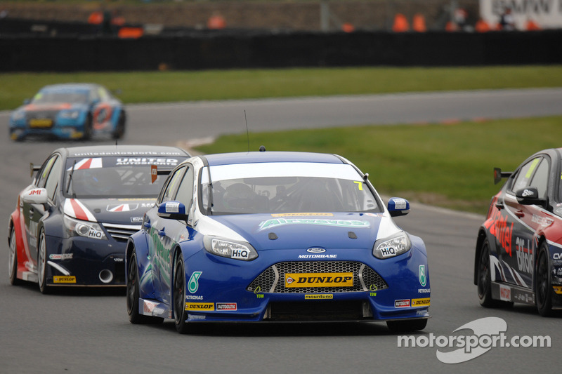 Mixed fortunes for Airwaves Racing at Brands Hatch