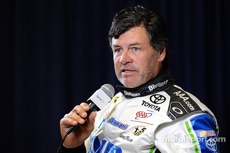 NASCAR's Michael Waltrip to compete on 'Dancing with the Stars'