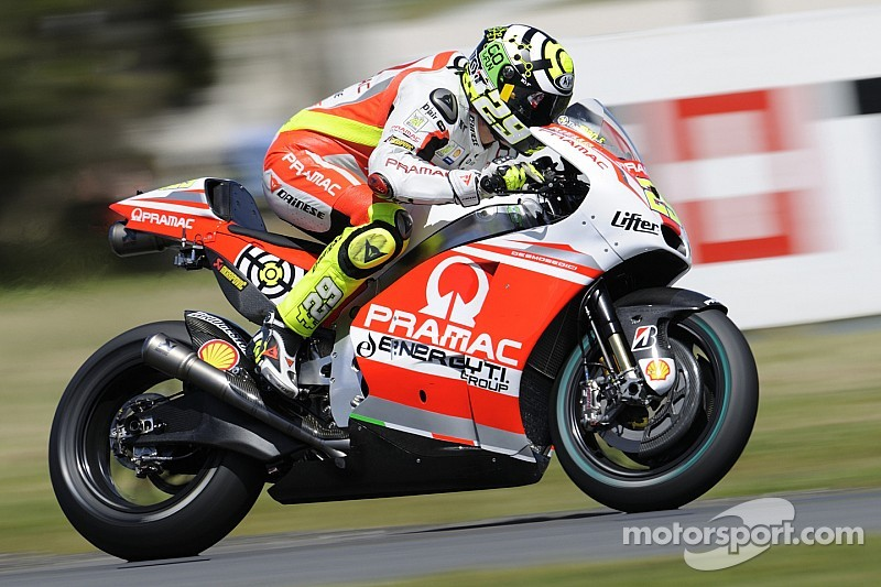 Iannone tries till the end, Hernandez is betrayed by the front tire
