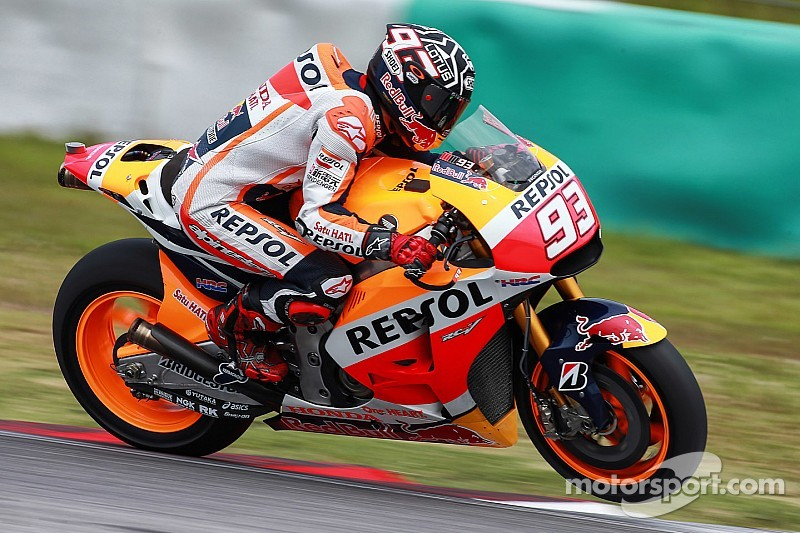 Marquez breaks through parts issues to lead in Sepang