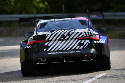 BMW M4 GT3 (2022) bereit für Tests: Rennwagen absolviert Rollout