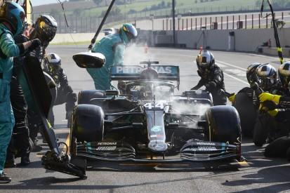 Starke Rauchentwicklung: Was war bei Hamiltons Bremsen los?
