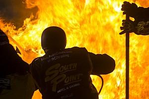 NASCAR Contenu spécial Vidéo - Un stand de NASCAR prend feu à Richmond