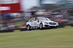 Supercars Reporte de la carrera Davison le niega la victoria a Lowndes en Perth