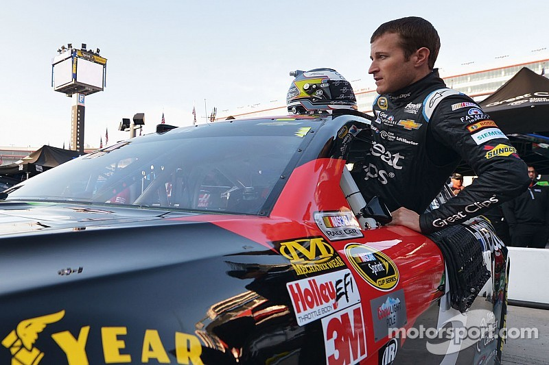 Kahne regresa a la NASCAR Trucks