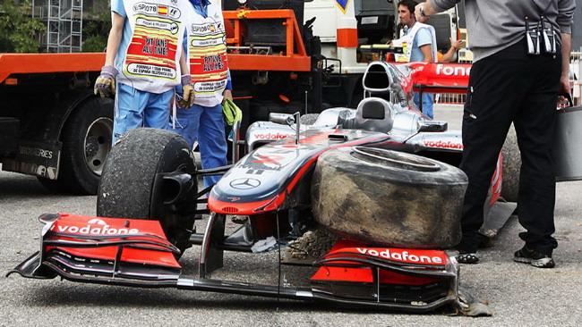 Sulla McLaren di Hamilton ha ceduto un cerchio