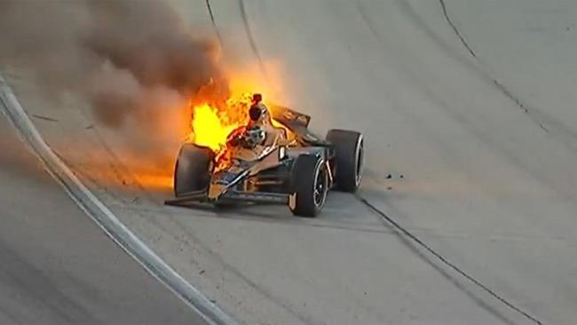Simona De Silvestro tra le fiamme della sua Dallara