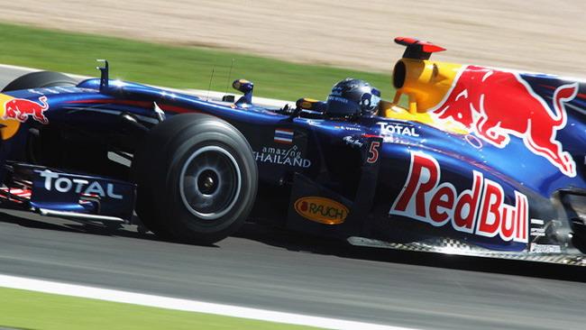 Terza sessione con la doppietta Red Bull