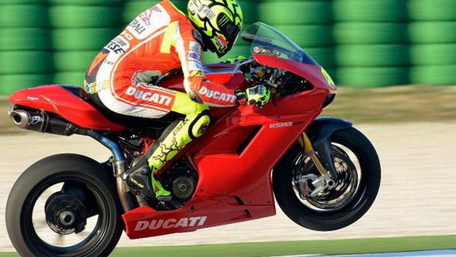 Valentino Rossi in pista a Misano su una Ducati Sbk