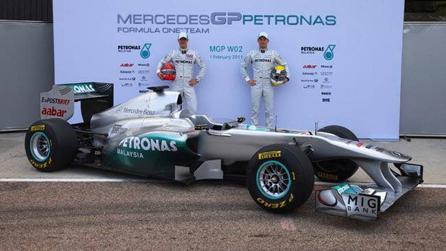 La Mercedes ha ancora un buco nel diffusore!