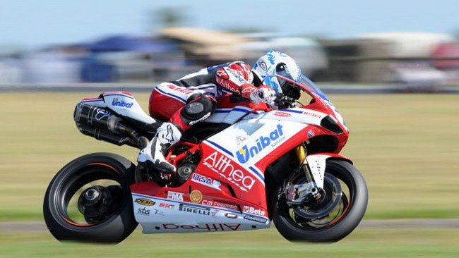 Checa domina gara 1 a Phillip Island