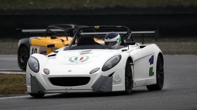 La pioggia non ferma i test collettivi della Lotus Cup